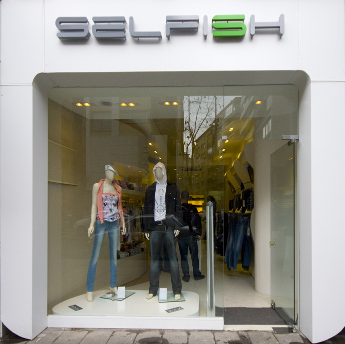 selfish-alsancak-magaza-tasarimi